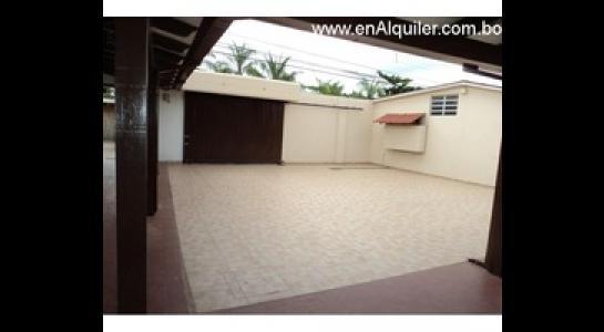 Casa en Alquiler Av.Paragua 3er y 4to anillo Foto 11