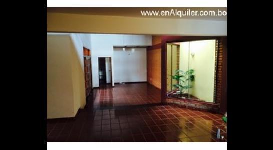Casa en Alquiler Av.beni entre 4to y 5to anillo Foto 3