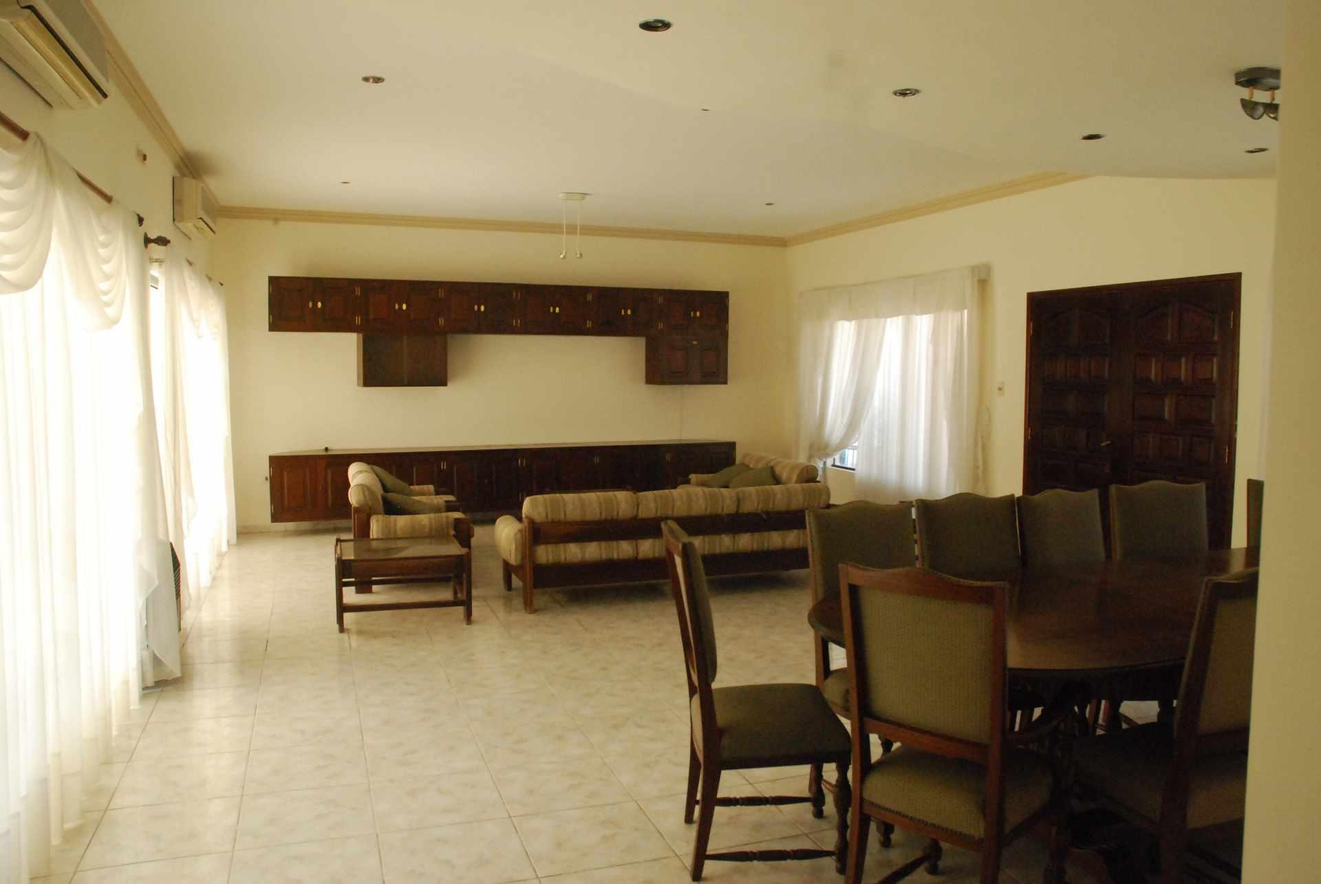Casa en Alquiler Condominio Barrio Norte , al lado del Mall Las Brisas, 4to anillo Avenida Banzer. Foto 2