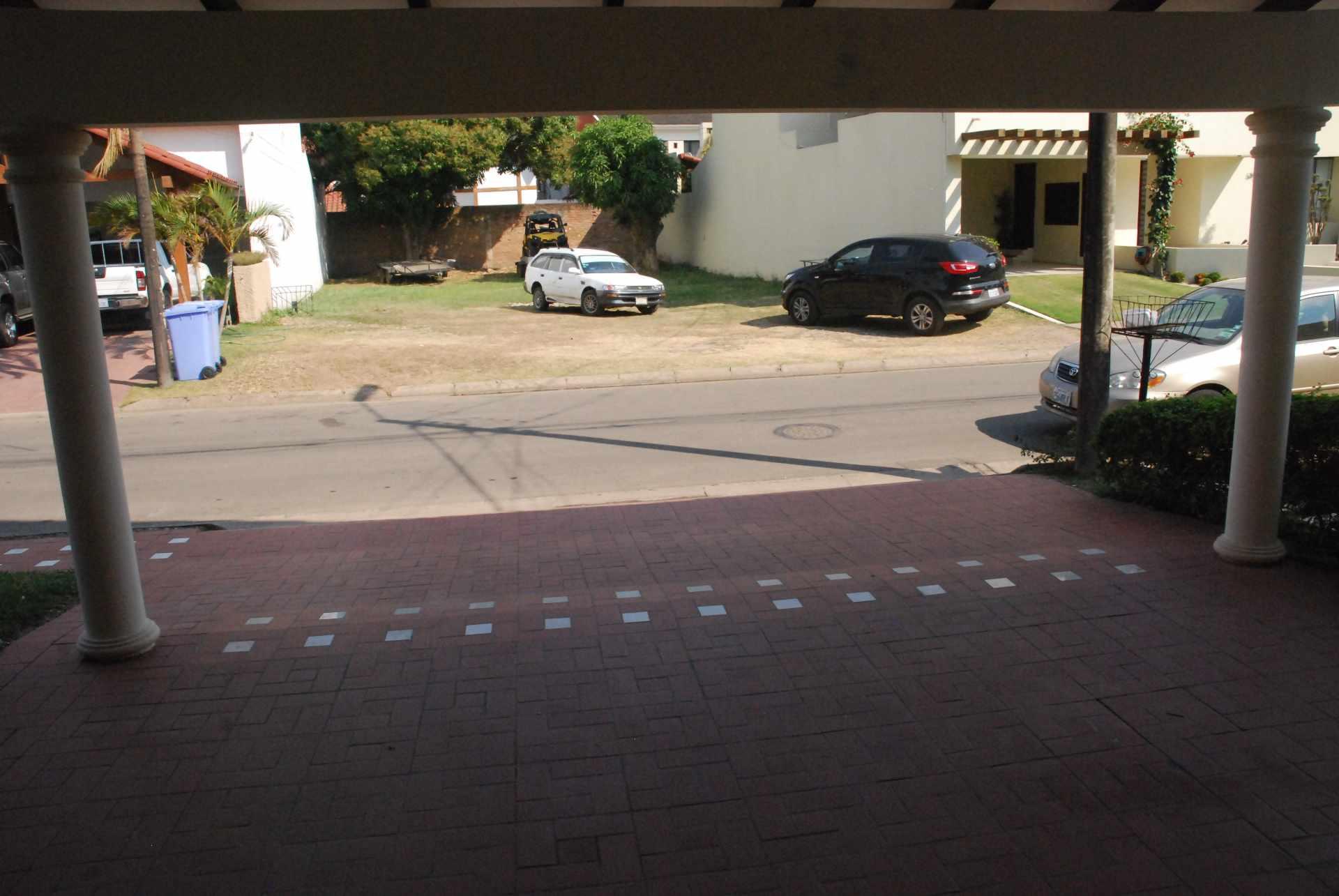 Casa en Alquiler Condominio Barrio Norte , al lado del Mall Las Brisas, 4to anillo Avenida Banzer. Foto 4