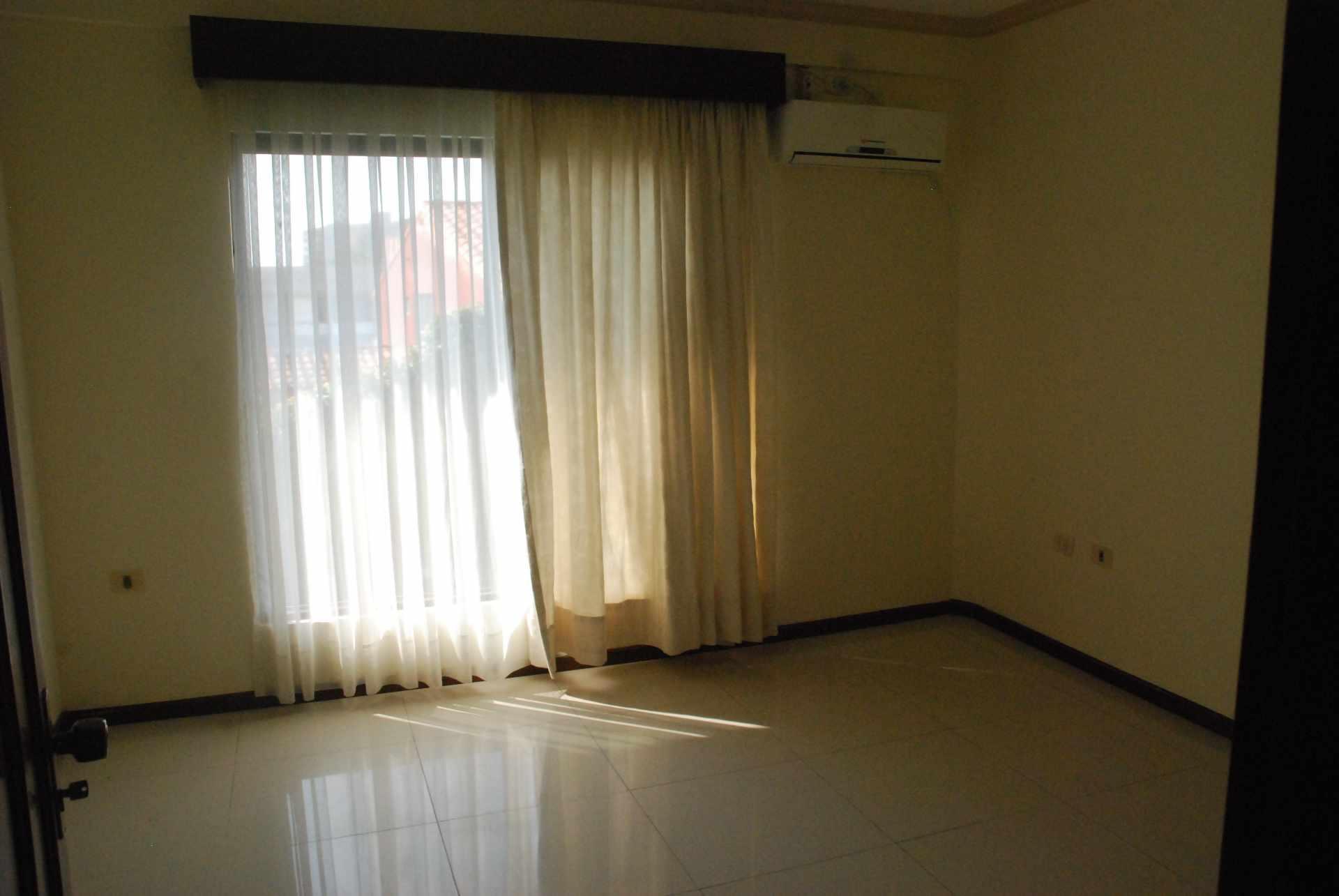 Casa en Alquiler Condominio Barrio Norte , al lado del Mall Las Brisas, 4to anillo Avenida Banzer. Foto 7