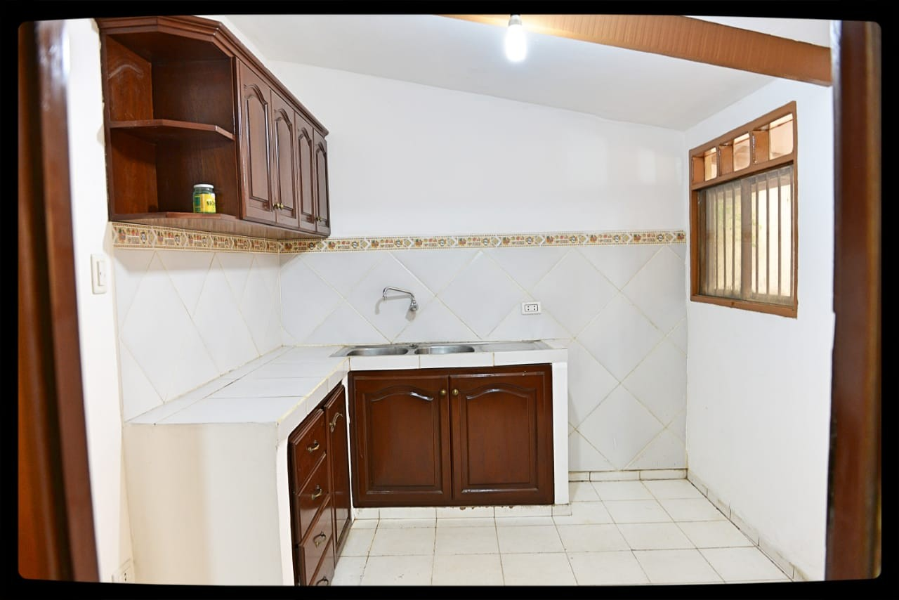 Casa en Venta Las Palmas av.San Miguel calle B 3er al 4to anillo Foto 6