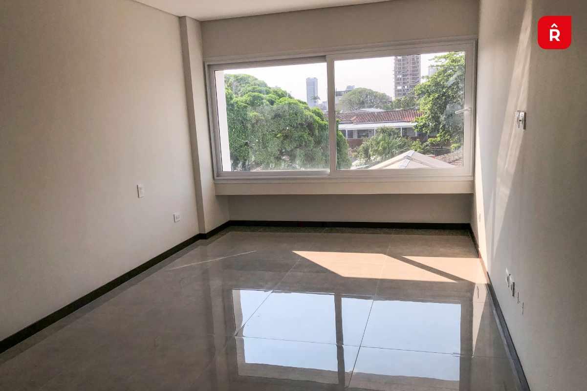 Departamento en Venta Equipetrol , media cuadra de la avenida San Martin, calle Francisco Sarmiento, entre 2do y 3er anillo. Foto 5