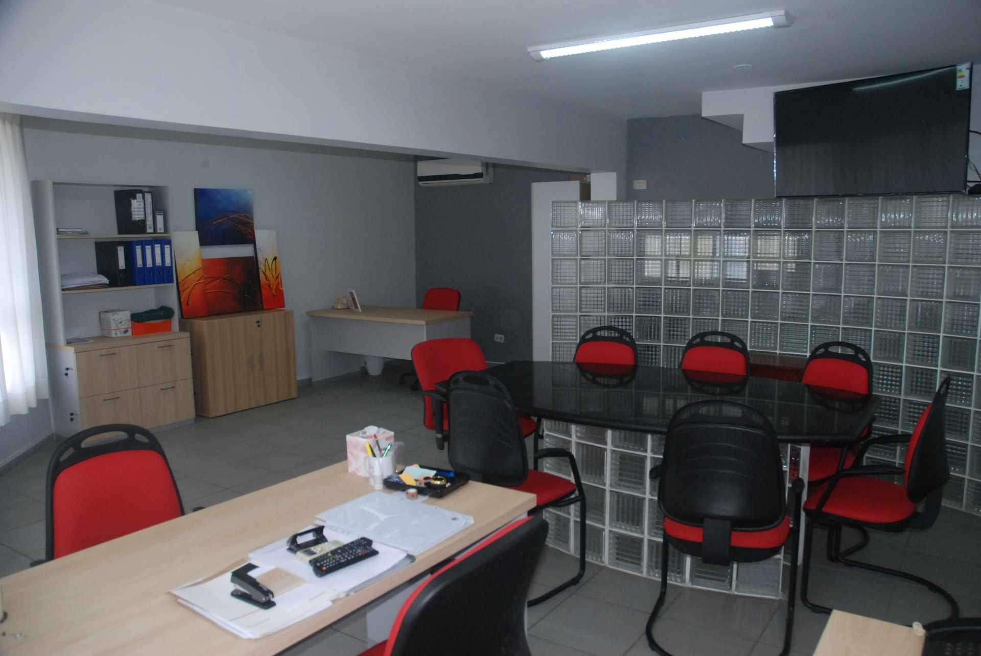 Oficina en Alquiler Cerca del colegio Cristo Rey y Avenida Irala, Calle La Riva Foto 8