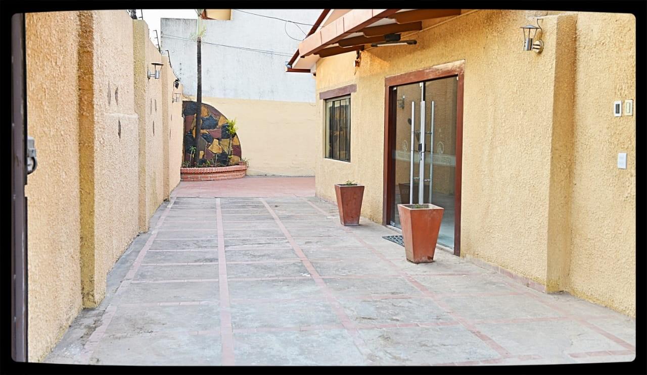 Casa en Venta Las Palmas av.San Miguel calle B 3er al 4to anillo Foto 11