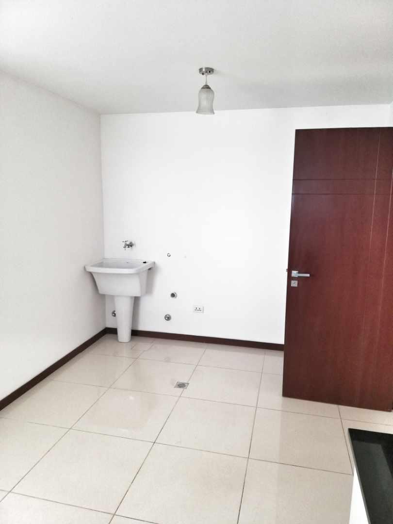 Departamento en Alquiler CONDOMINIO SANTA LUCIA / BARRIO LAS PALMAS Foto 5