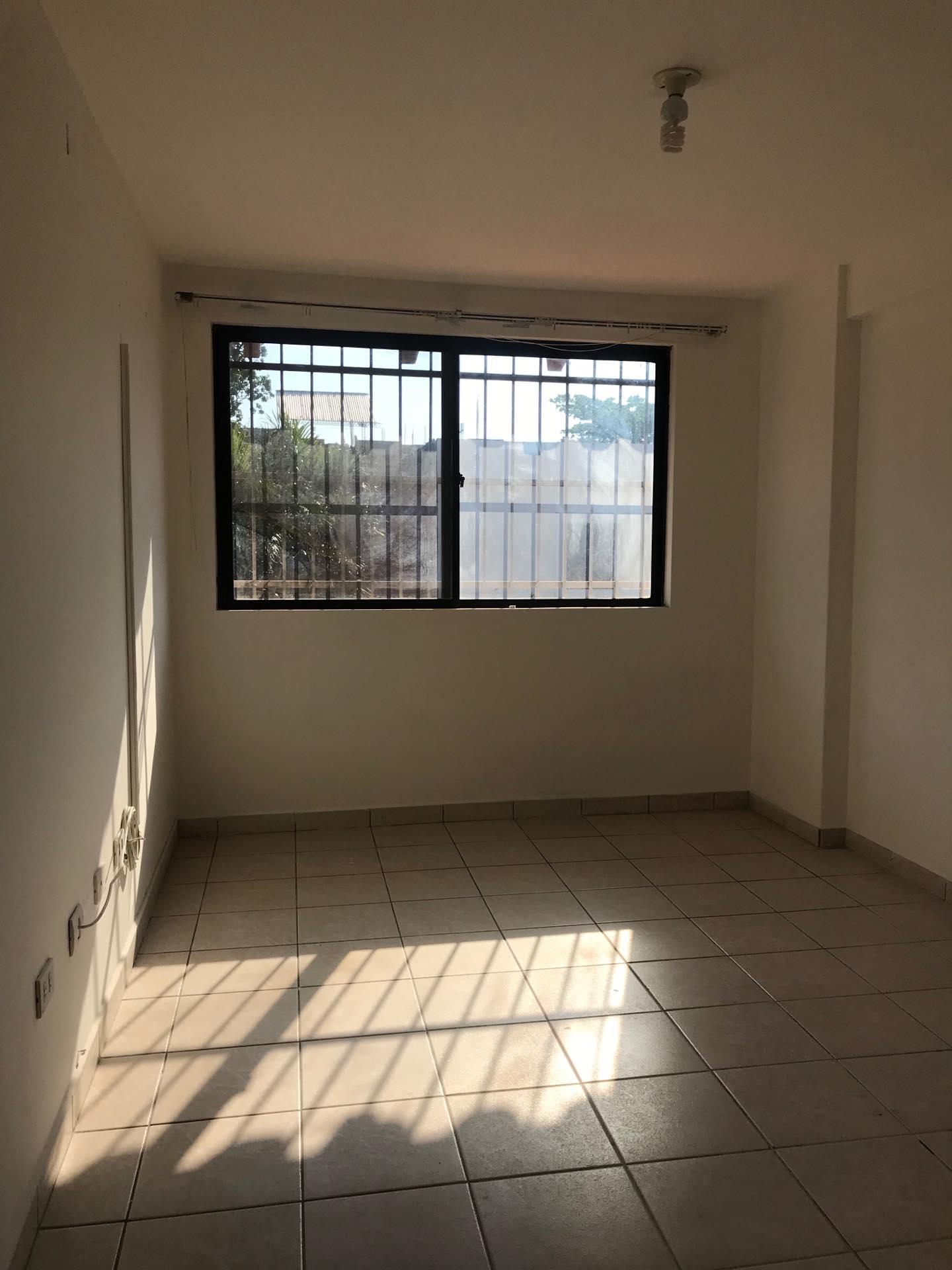 Casa en Alquiler Av. Melchor Pinto entre 1ro y 2do anillo  Foto 9