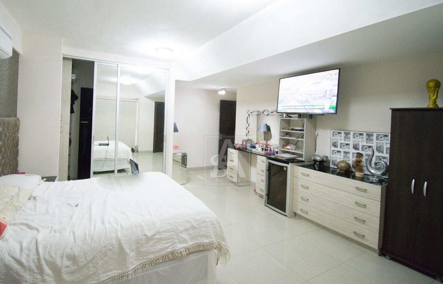 Departamento en Venta DEPARTAMENTO EN VENTA - CONDOMINIO PLAZA GUAPAY - 166.60 m². - AV. GUAPAY Foto 3