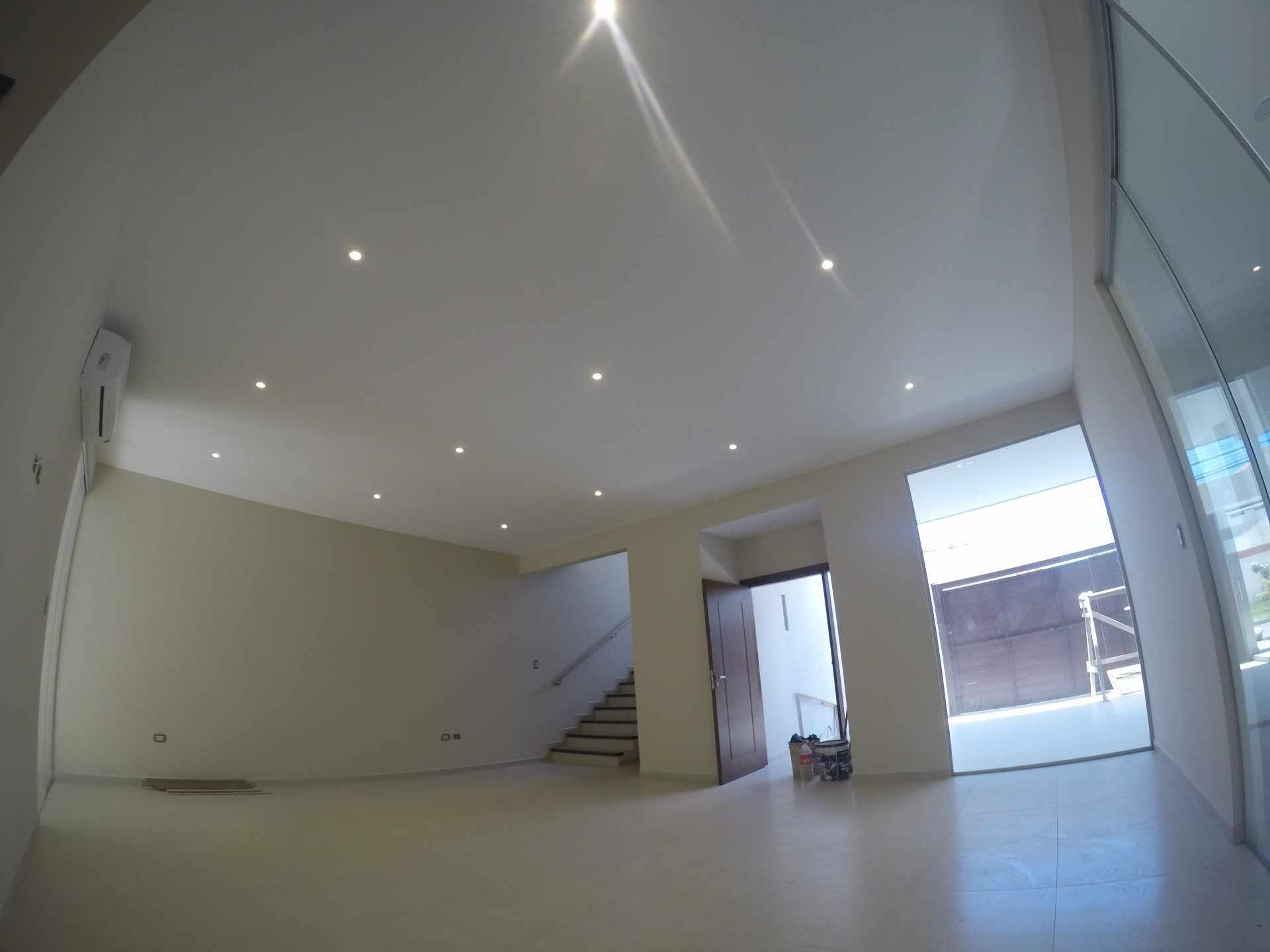Casa en Alquiler Casa independiente en alquiler a estrenar, próximo a Parque Los Mangales II [Av. Beni y 4to. Anillo], De 3 plantas, 3 dormitorios (2 en suite), con dependencias. [1000$us.] Foto 16