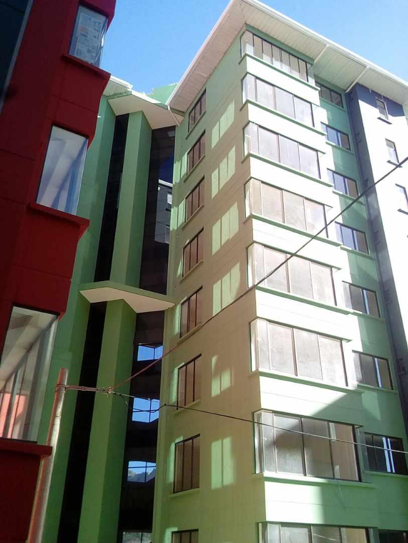 Departamento en Alquiler Los Nuevos Pinos.  Calle 25 de Calacoto Foto 8