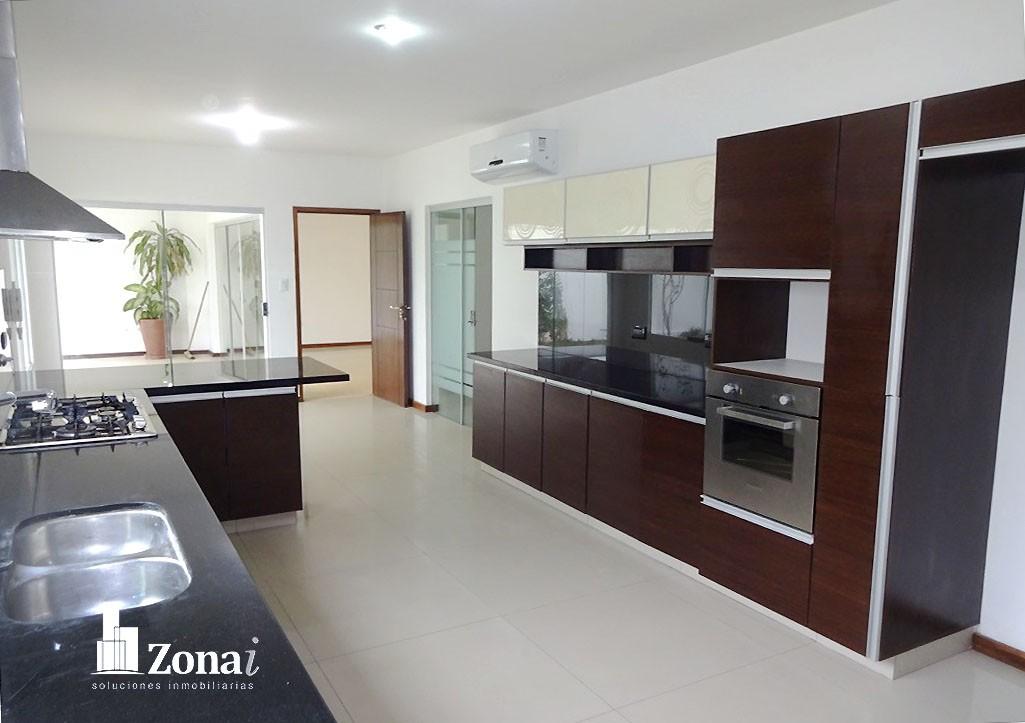 Casa en Venta VIVIENDA DE 4 SUITES EN °CONDOMINIO EXCLUSIVO DE LA ZONA NORTE° Zona Norte 8vo anillo Av. Banzer. Foto 13