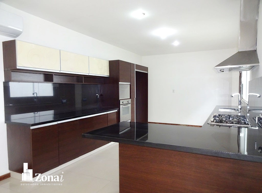 Casa en Venta VIVIENDA DE 4 SUITES EN °CONDOMINIO EXCLUSIVO DE LA ZONA NORTE° Zona Norte 8vo anillo Av. Banzer. Foto 3