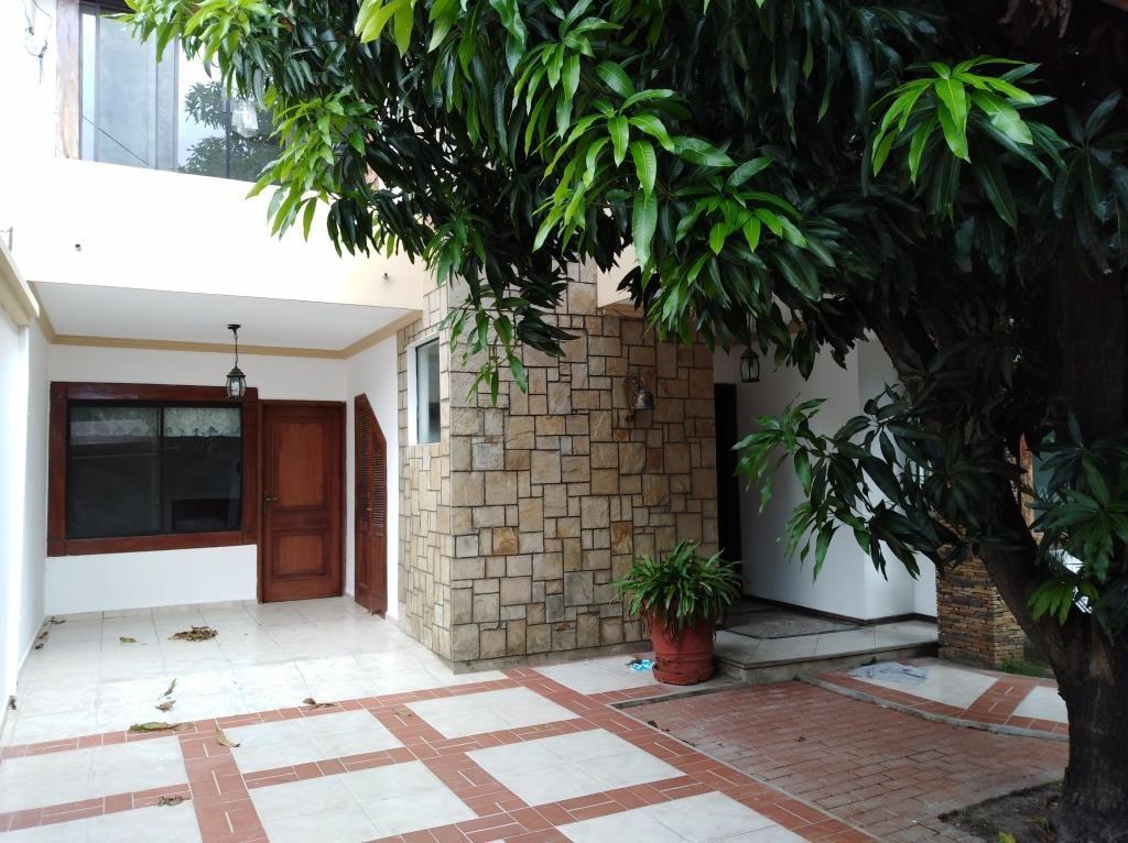 Casa en Alquiler ALQUILO LINDA CASA EN BARRIO PETROLERO SUR (POLANCO) Foto 4