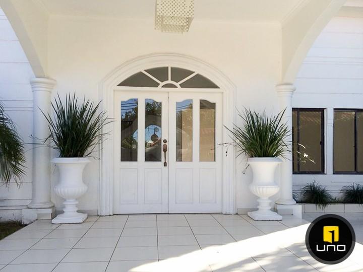 Casa en Alquiler LINDA Y AMPLIA CASA DE 2 PLANTAS CON PISCINA EN EL BARRIO LAS PALMAS Foto 2