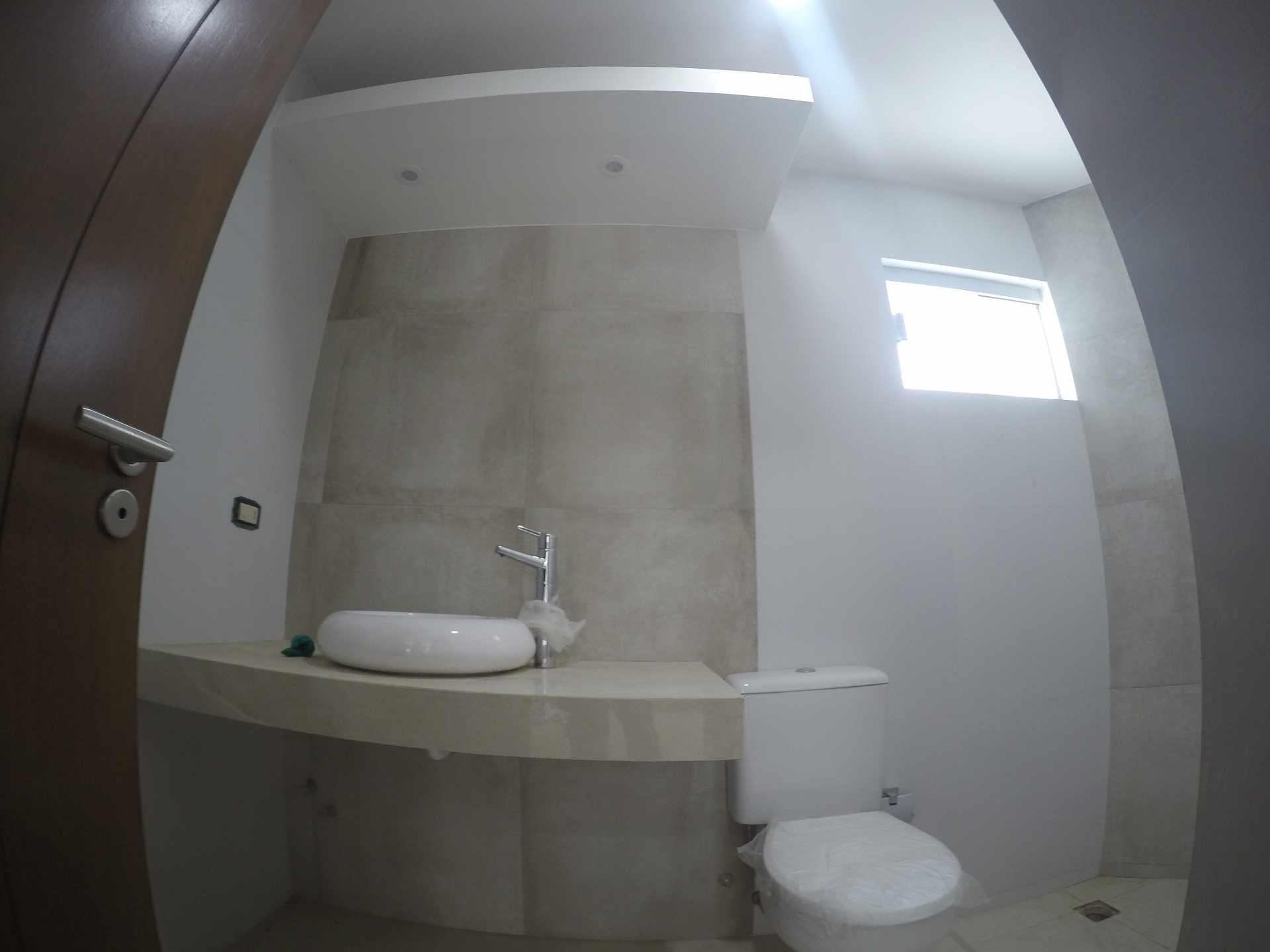 Casa en Alquiler Casa independiente en alquiler a estrenar, próximo a Parque Los Mangales II [Av. Beni y 4to. Anillo], De 3 plantas, 3 dormitorios (2 en suite), con dependencias. [1000$us.] Foto 11
