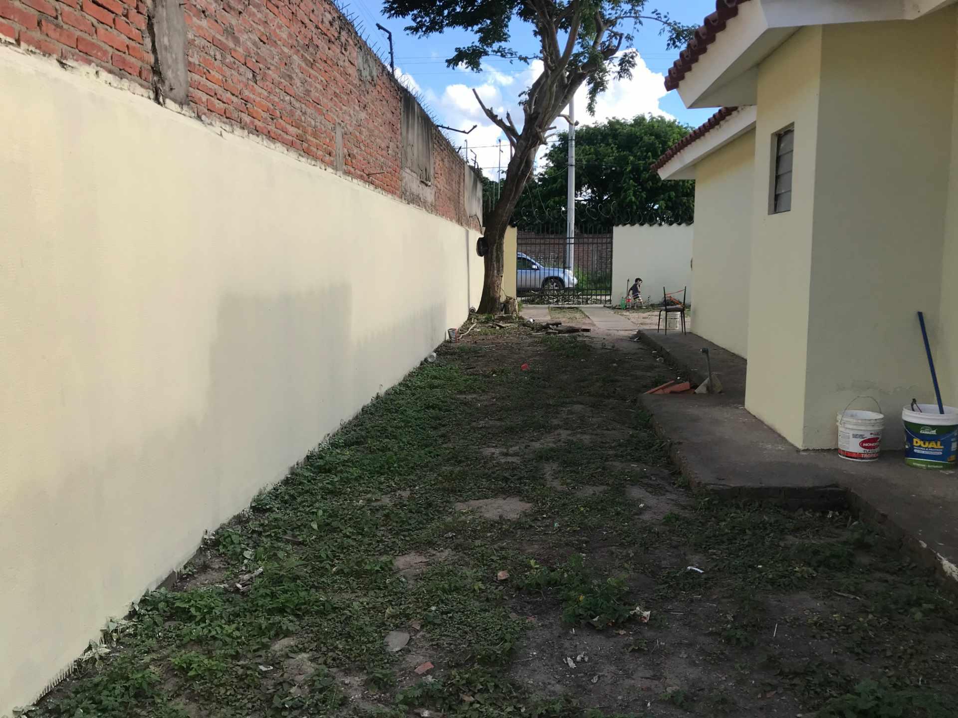 Casa en Venta AV. BANZER 8vo ANILLO, ZONA EL REMANSO III Foto 7