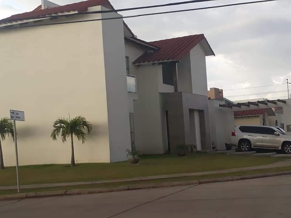 Casa en Venta Santa cruz colina urubo Foto 2
