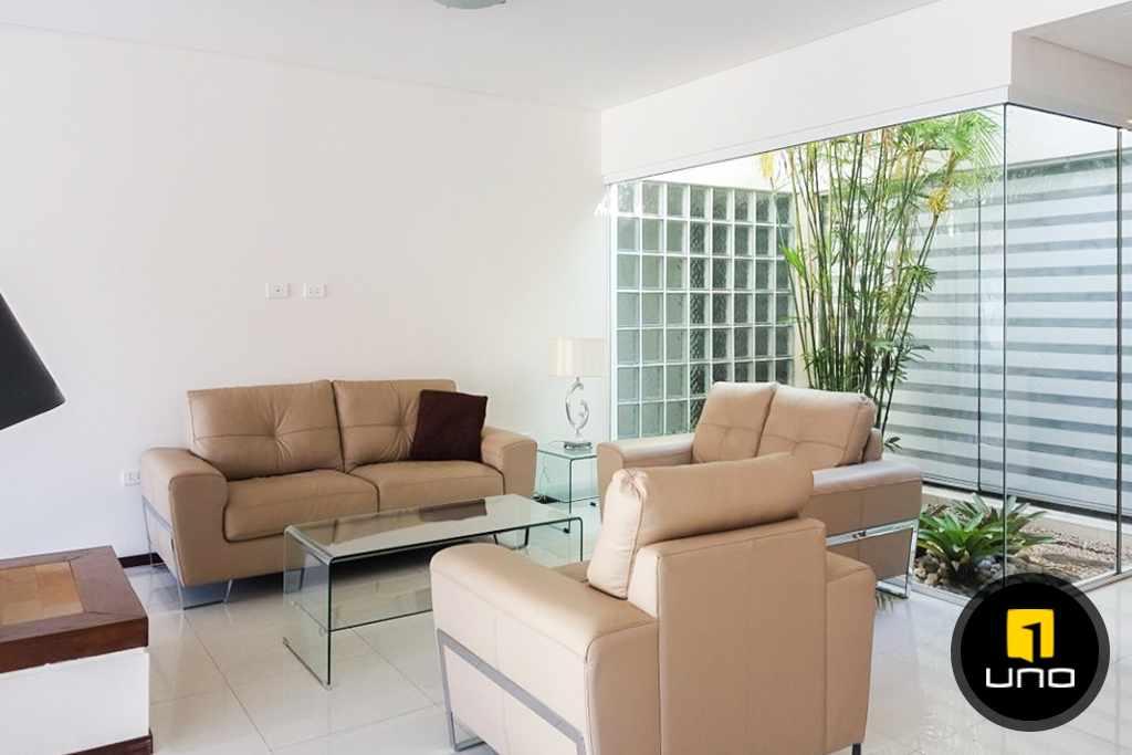 Casa en Alquiler LINDA Y AMPLIA CASA AMOBLADA EN CONDOMINIO PRIVADO ZONA OESTE 6TO ANILLO Foto 3