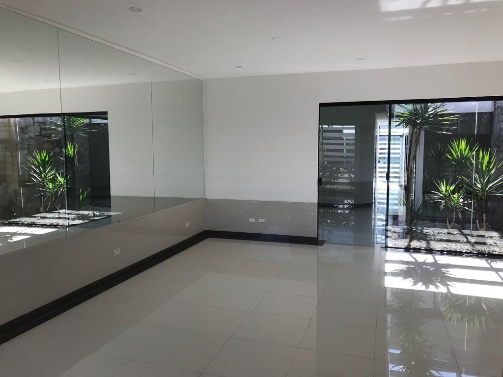 Casa en Venta Condominio Mónaco Av. Banzer y 7mo anillo entrando hacia el oeste 8 cuadras.  Foto 7