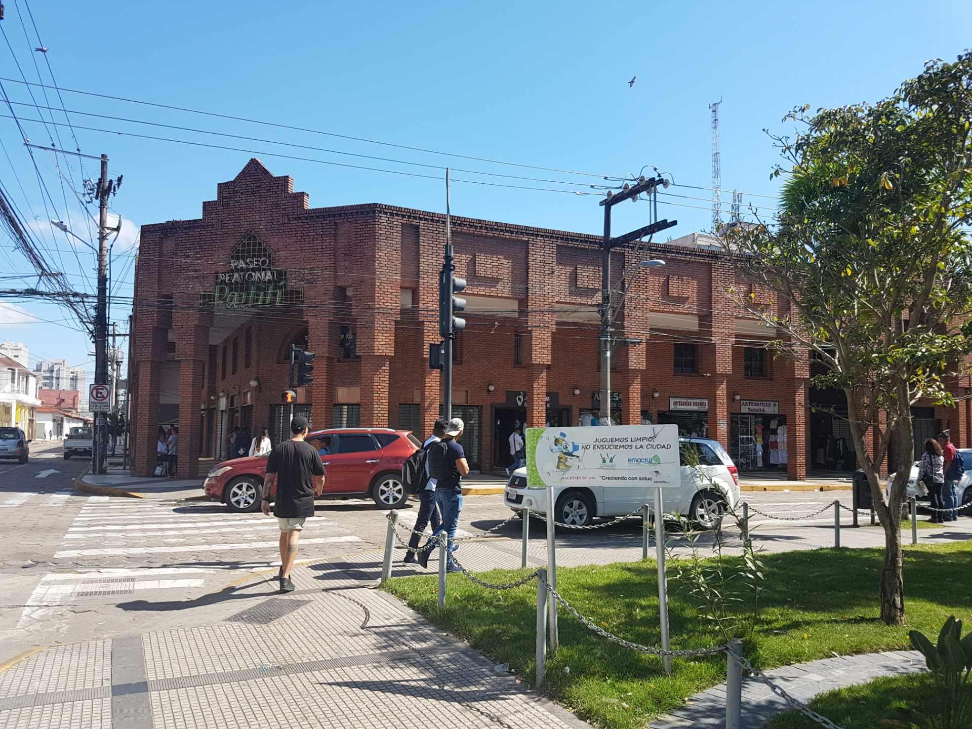 Oficina en Alquiler Zona centro frente a la Mz-1 calle independencia esquina Ingavi  Foto 2