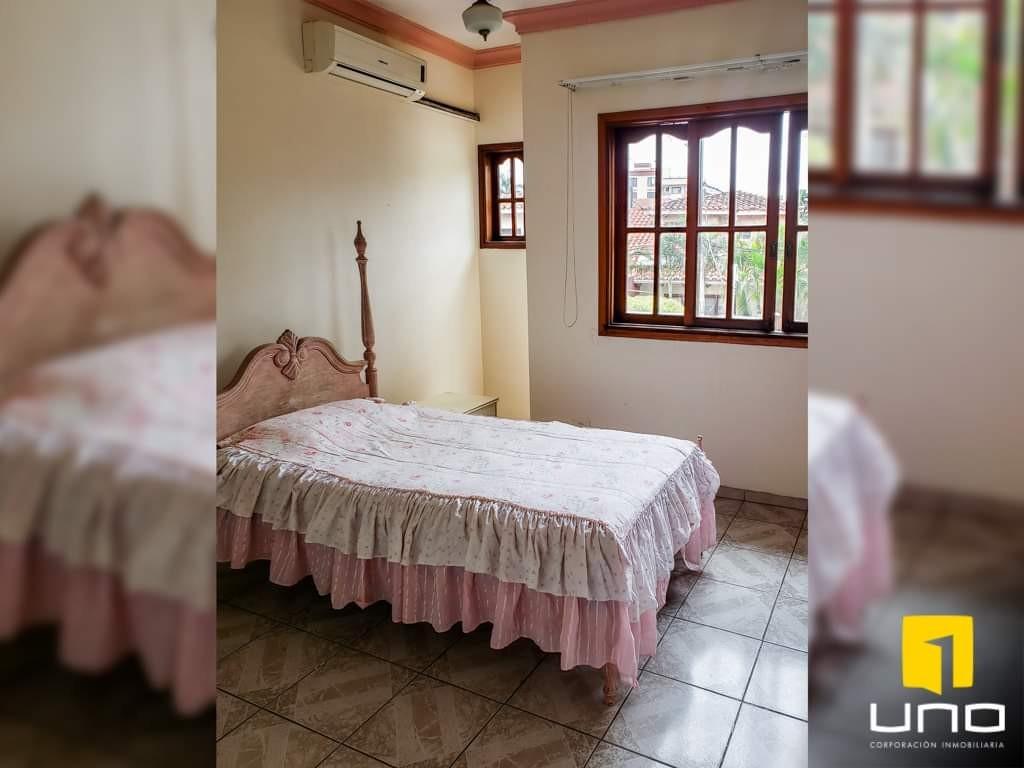 Casa en Venta Hermosa casa en venta Z/Sur a solo 100mts del Parque Urbano Foto 2