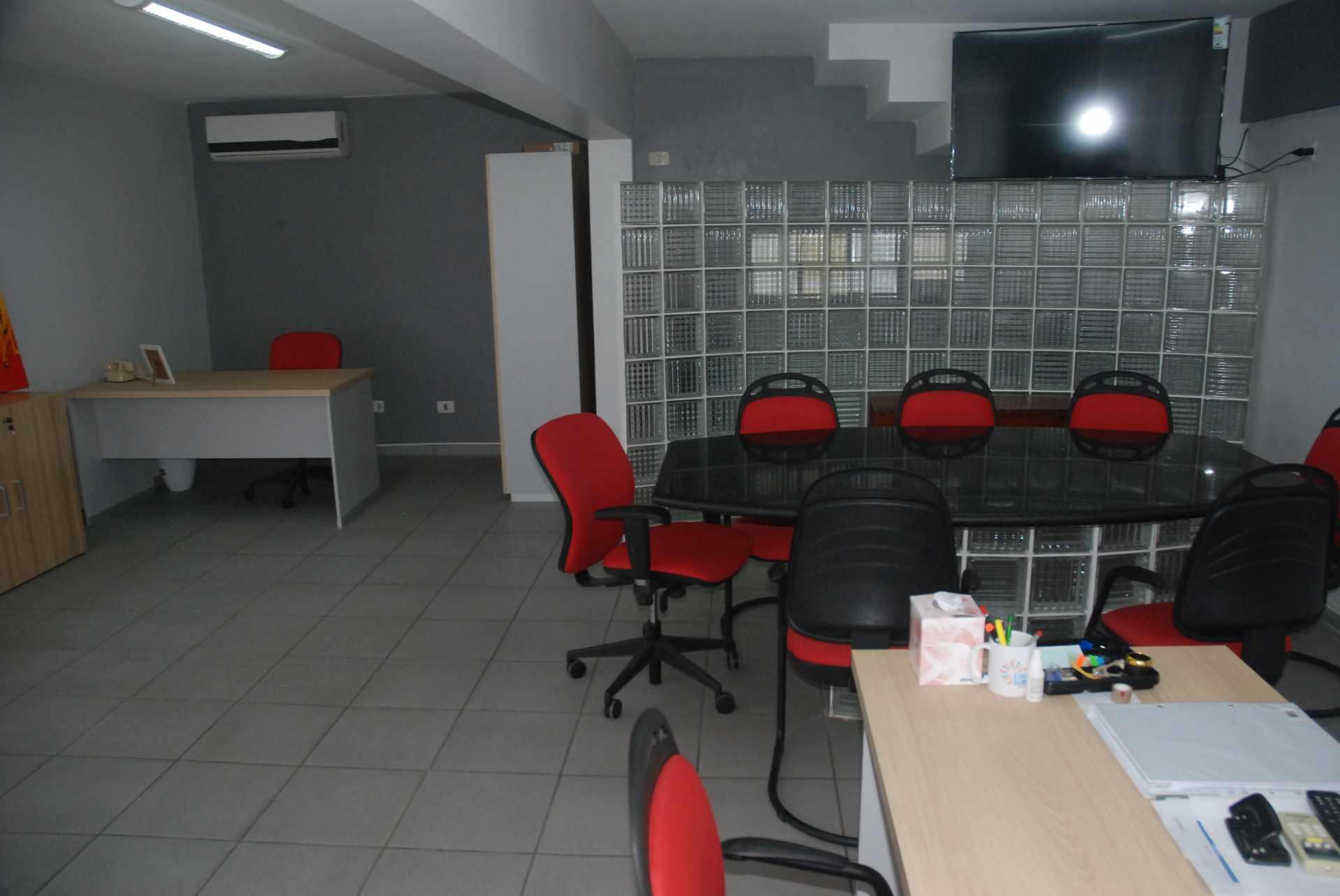 Oficina en Alquiler Cerca del colegio Cristo Rey y Avenida Irala, Calle La Riva Foto 11