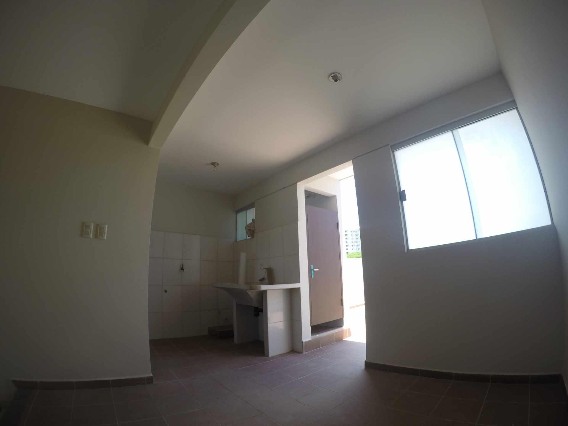 Casa en Alquiler Casa independiente en alquiler a estrenar, próximo a Parque Los Mangales II [Av. Beni y 4to. Anillo], De 3 plantas, 3 dormitorios (2 en suite), con dependencias. [1000$us.] Foto 3