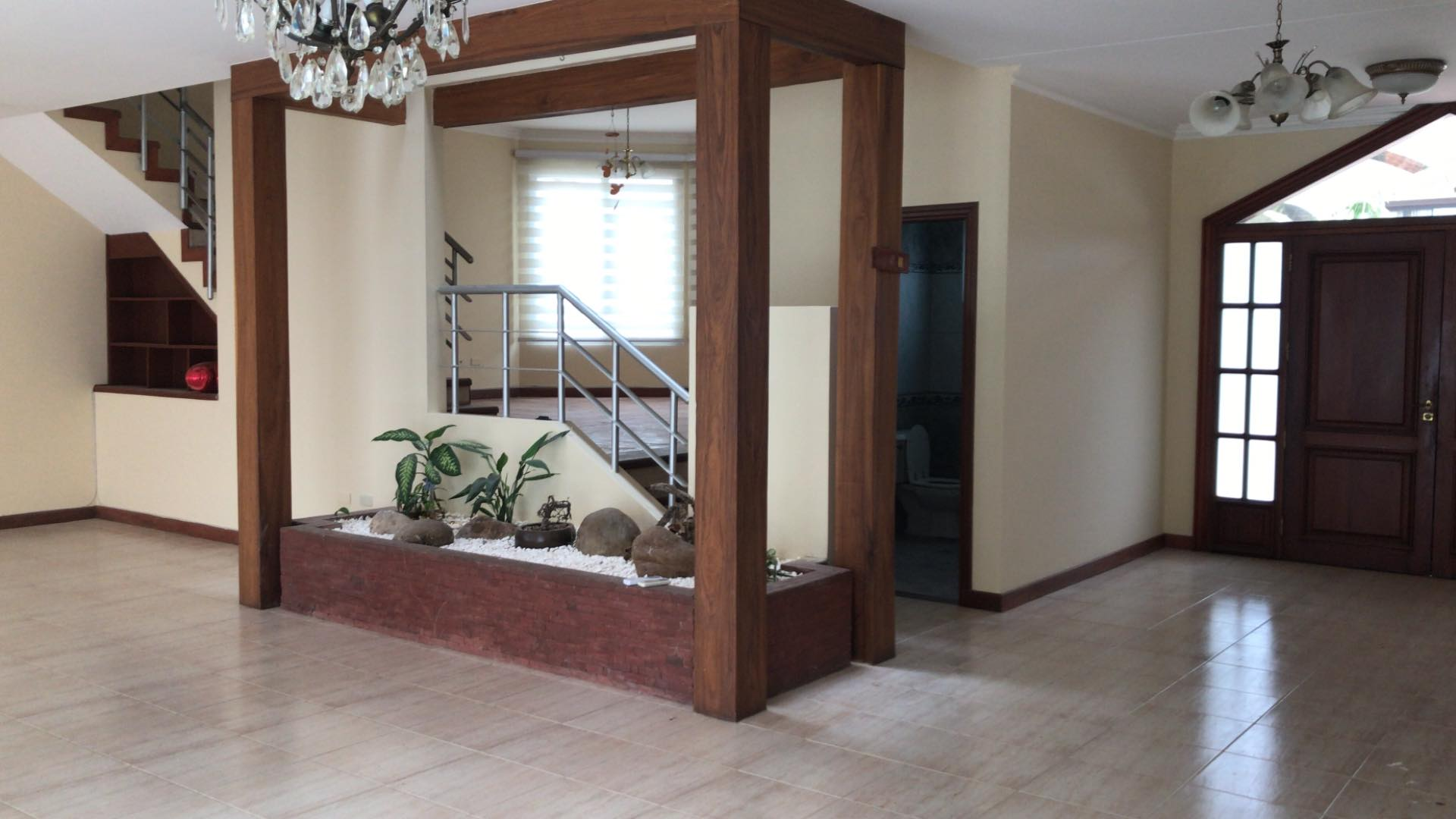 Casa en Alquiler Av. Banzer 4to anillo lado de Las Brisas Foto 6