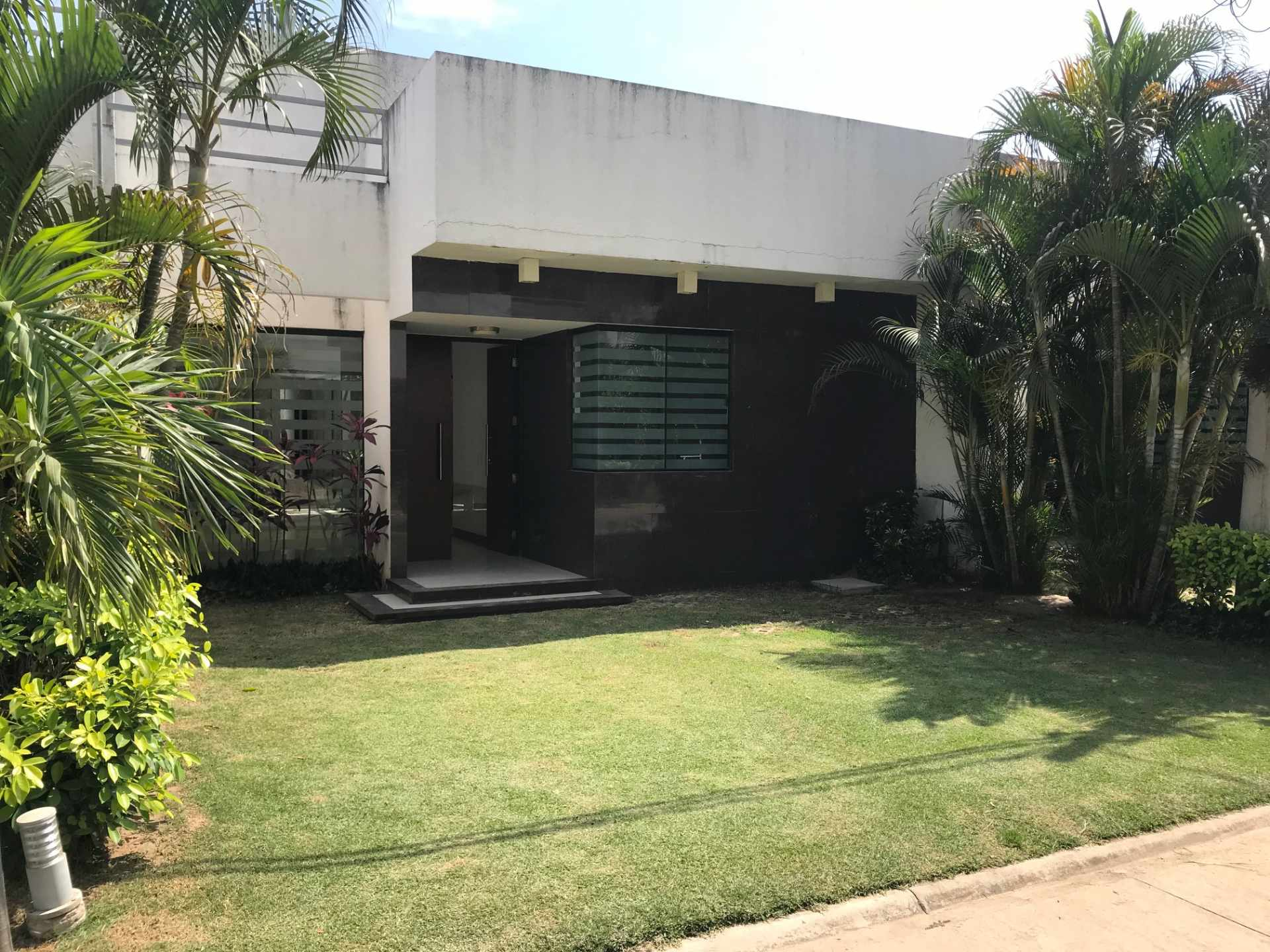 Casa en Venta Condominio Mónaco Av. Banzer y 7mo anillo entrando hacia el oeste 8 cuadras.  Foto 3