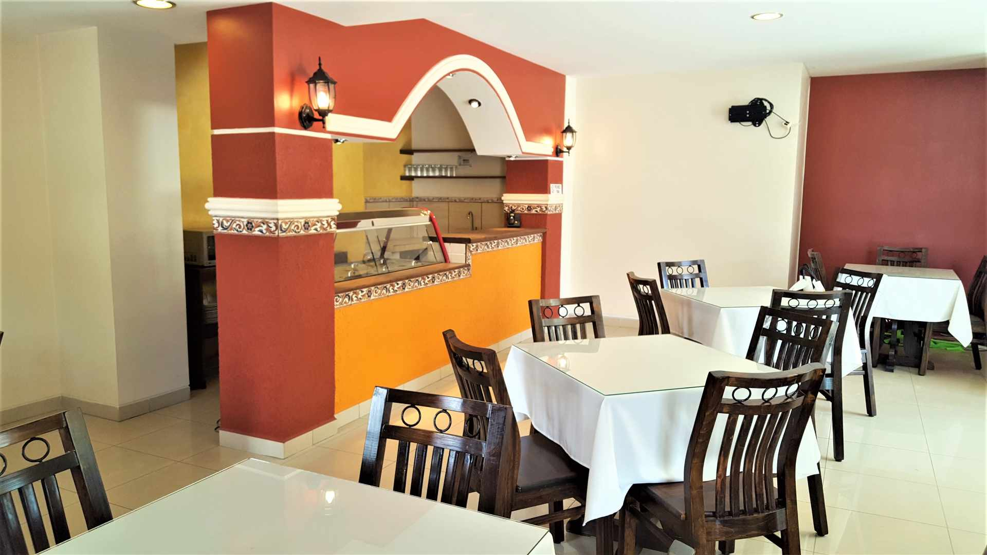 Local comercial en Venta $us 82.000.- LOCAL COMERCIAL IDEAL PARA RESTAURANTE - ZONA CALA CALA. CEL.: 799-98200 Foto 2