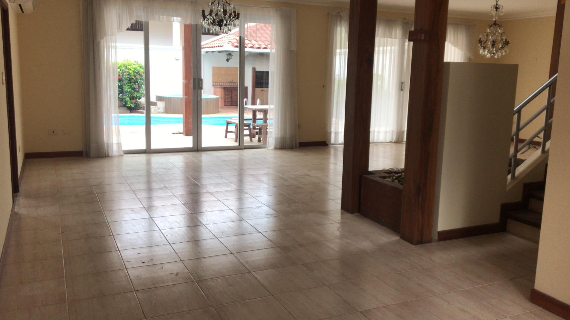 Casa en Alquiler Av. Banzer 4to anillo lado de Las Brisas Foto 13