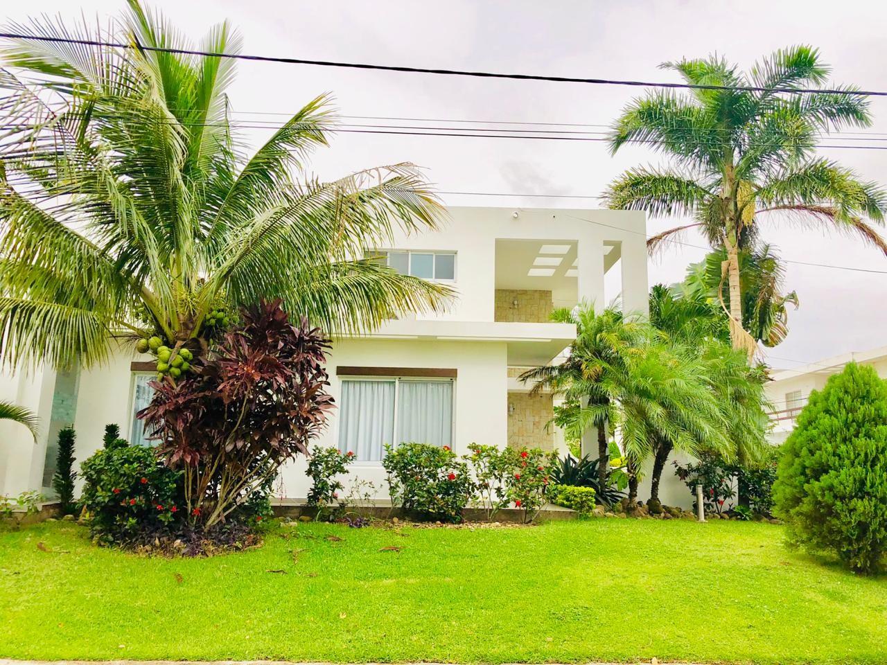 Casa en Alquiler Zona Urubo - Condominio Jardines del Urubo - lado de Restaurante Casa del Camba - a 1 minuto del Puente principal. Foto 2