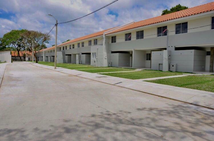 Casa en Alquiler Condominio Las Palmas del Oeste II, Av. Piraí entre 6to y 7mo anillo Foto 2