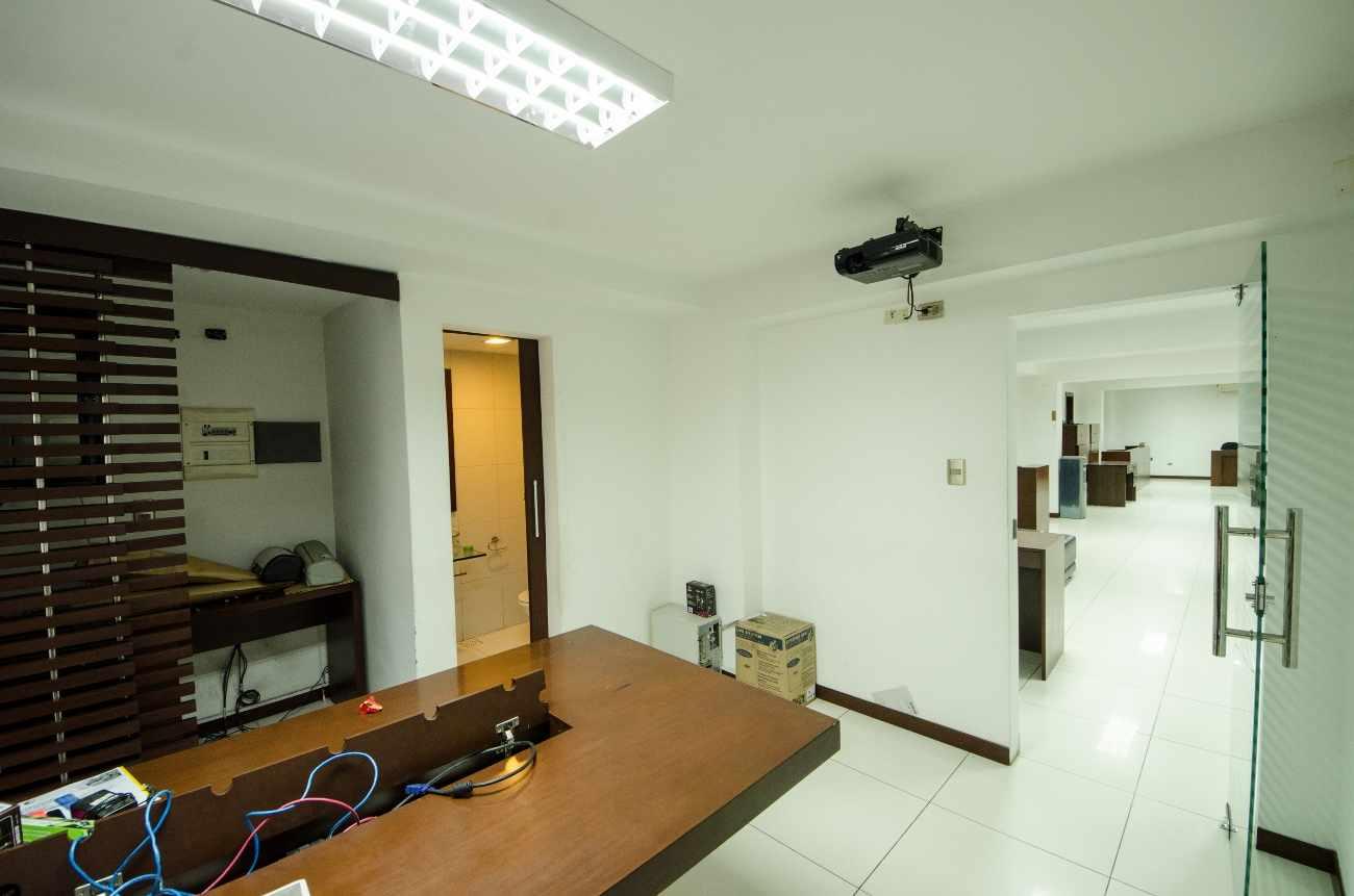 Oficina en Alquiler Edificio Santa Cruz, calle Ayacucho esquina Velasco Foto 6