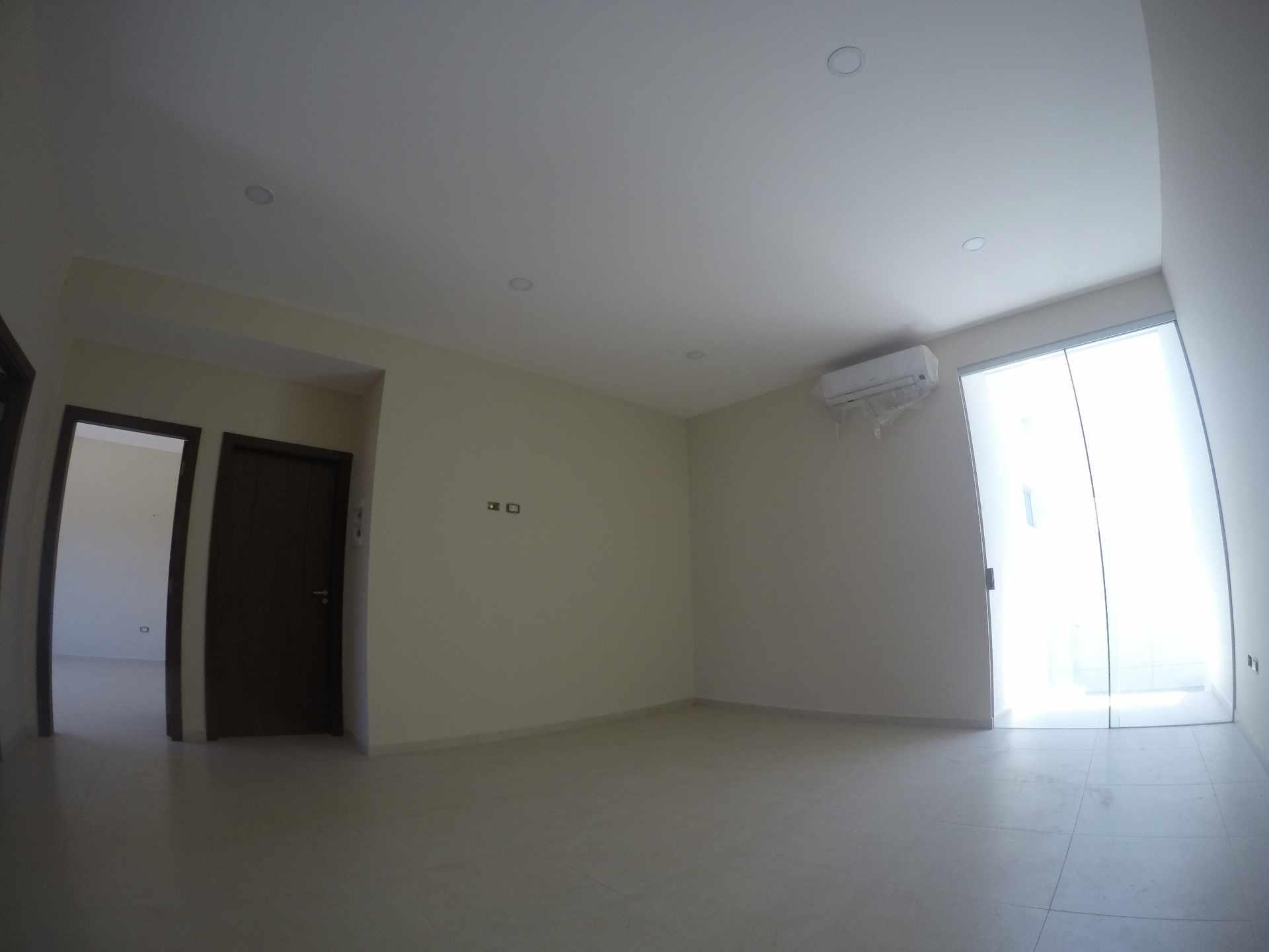 Casa en Alquiler Casa independiente en alquiler a estrenar, próximo a Parque Los Mangales II [Av. Beni y 4to. Anillo], De 3 plantas, 3 dormitorios (2 en suite), con dependencias. [1000$us.] Foto 9
