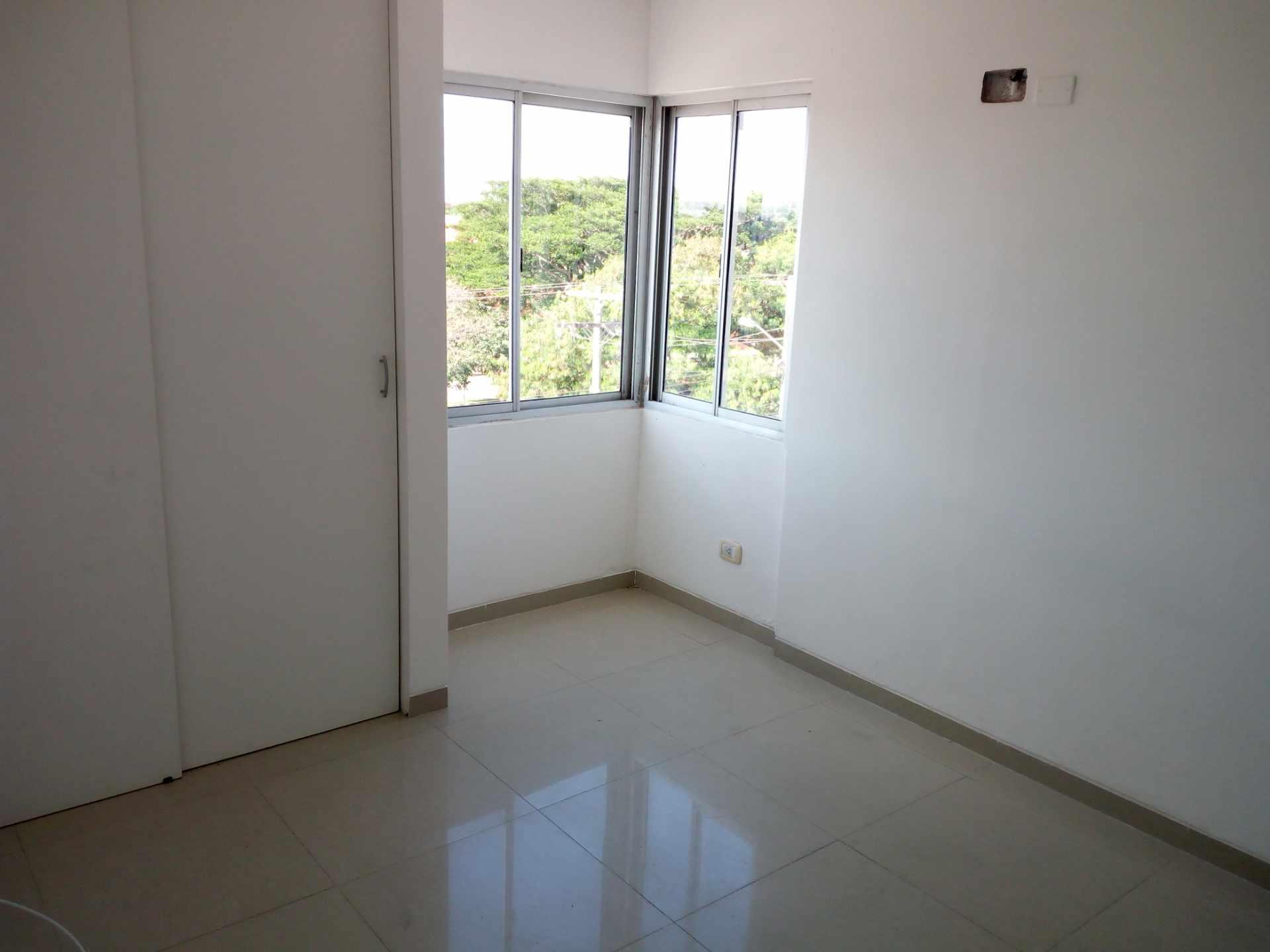 Departamento en Venta Entre 3er y 2do Anillo, Av. Guapay (Canal Cotoca) Foto 10