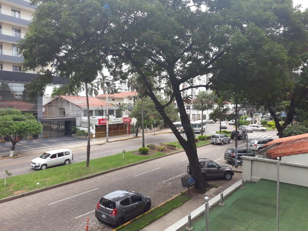 Departamento en Alquiler Calle La Paz, casi esquina Av. Irala Foto 11