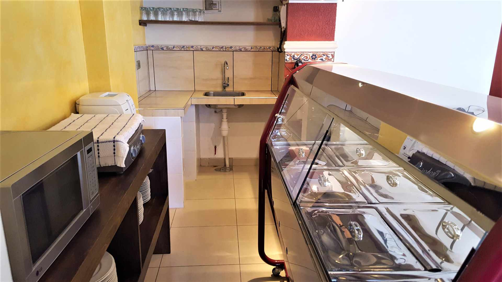 Local comercial en Venta $us 82.000.- LOCAL COMERCIAL IDEAL PARA RESTAURANTE - ZONA CALA CALA. CEL.: 799-98200 Foto 7