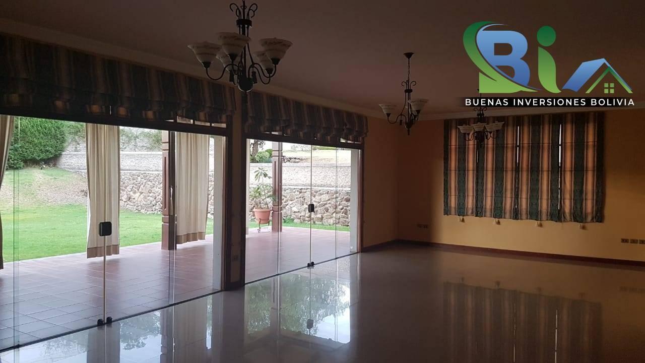 Casa en Alquiler $us.1800 ALQUILER RESIDENCIA COLONIAL 1100M2 URB. BOSQUE SUR Foto 15