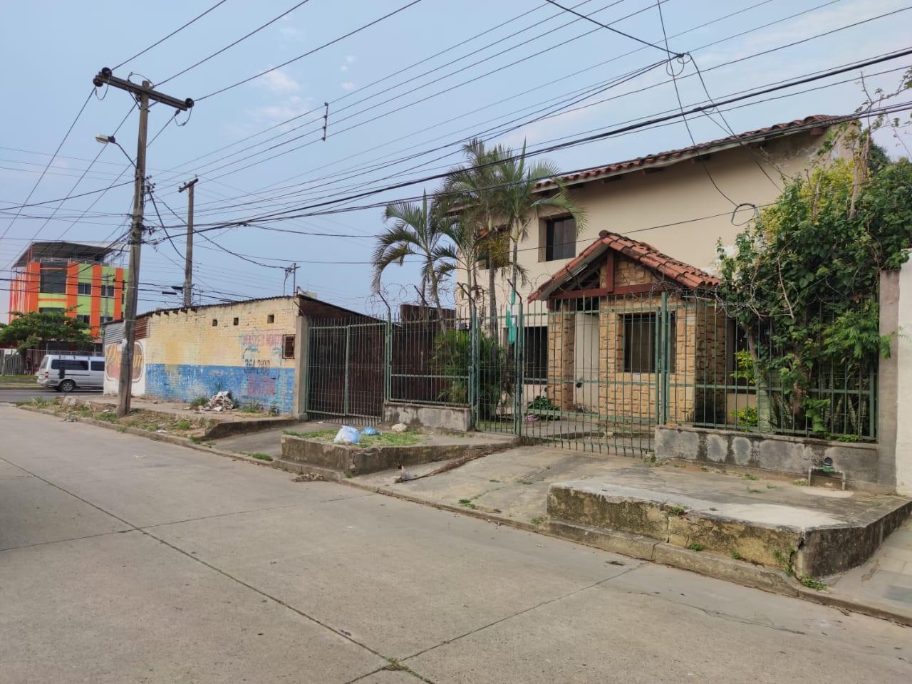 Departamento en Venta CASA CON TERRENO COMERCIAL EN ESQUINA Y SOBRE AV. Foto 5