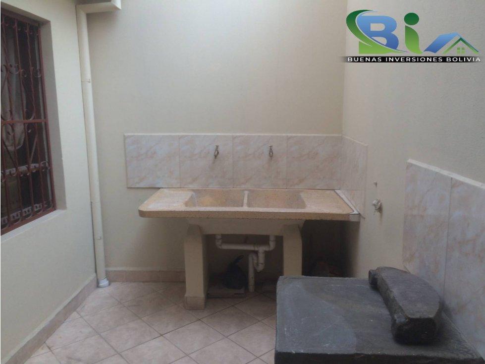 Casa en Alquiler $us1000CASA EMPRESA/FAMILIA PROX PLAZA QUINTANILLA Foto 2