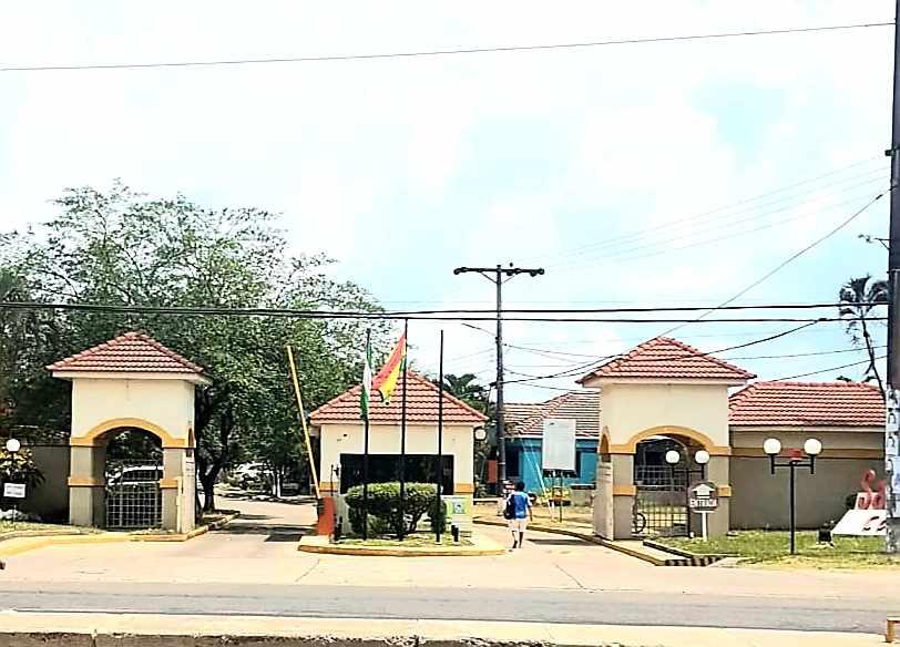 Casa en Venta REMATO CASA EN VENTA EN CONDOMINIO SANTA BARBARA, CARRETERA A COTOCA KM 7 Foto 5