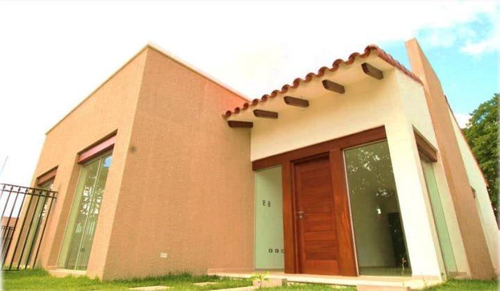 Casa en Venta Ubicación: Urbanización Jardines de La Riviera - Residencias y Condominio (Av. Banzer Km 8 1/2,  Foto 3