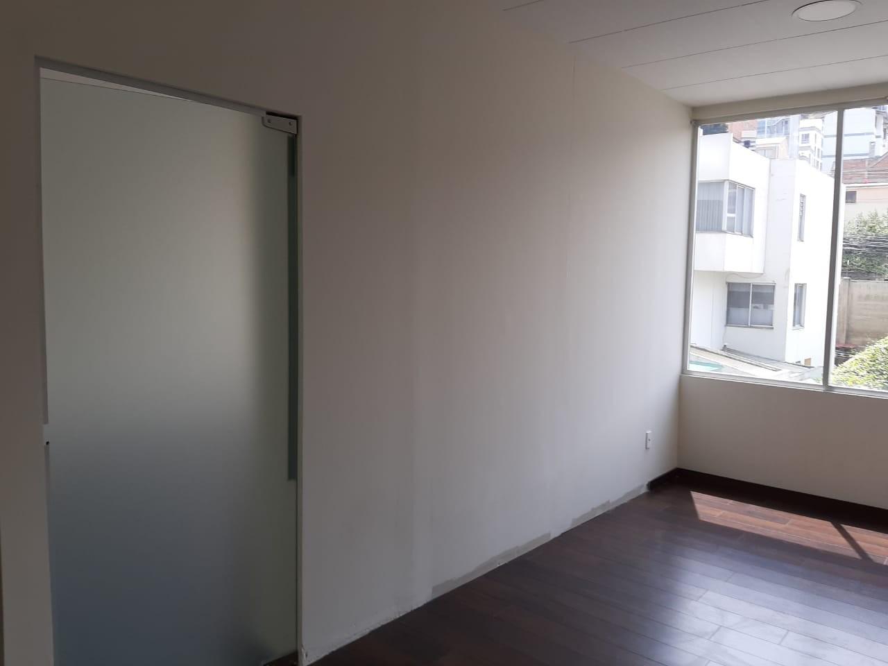 Oficina en Alquiler Av. Hernando Siles, entre la calle 3 y 4.  Edificio Titanium Piso 4. Foto 2