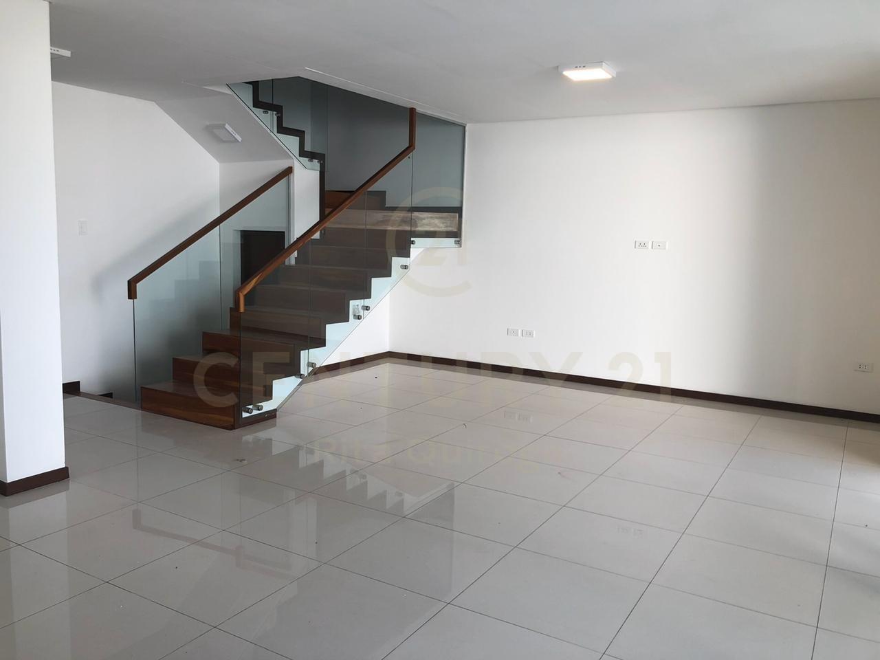 Casa en Alquiler Zona Norte,Radial 27, 4to. Anillo Foto 5
