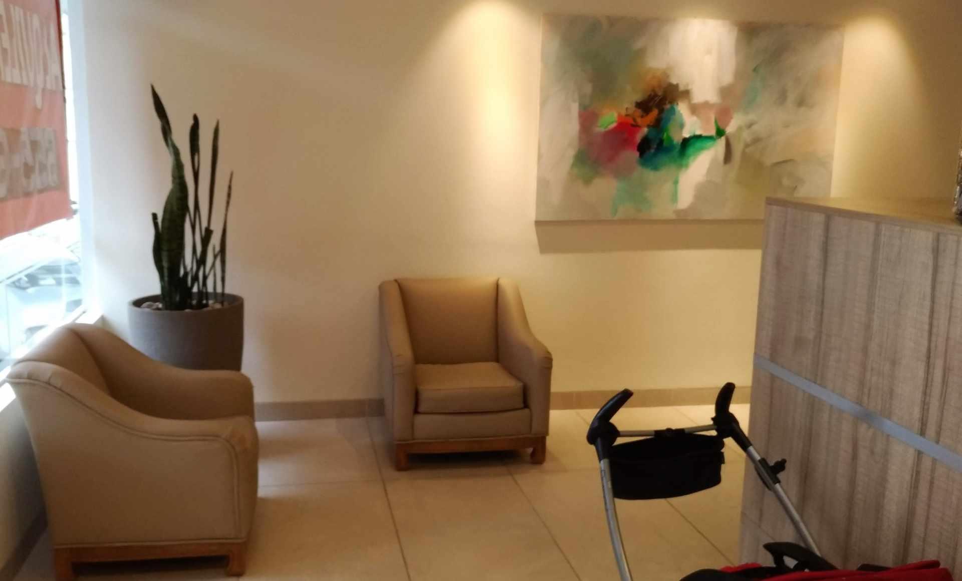 Oficina en Alquiler CALACOTO Calle 12 esquina Sanchez Bustamante. A 1 cuadra de Av. Ballivián.  Edificio de Amaszonas. Foto 4