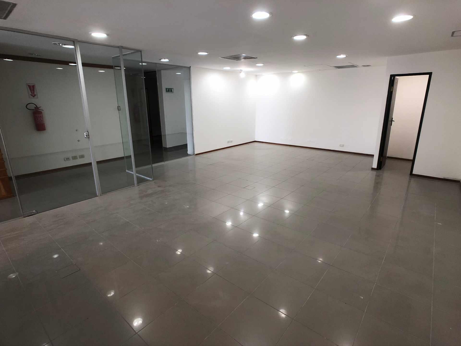 Oficina en Venta Oficina en Alquiler Centro Empresarial Equipetrol Foto 3
