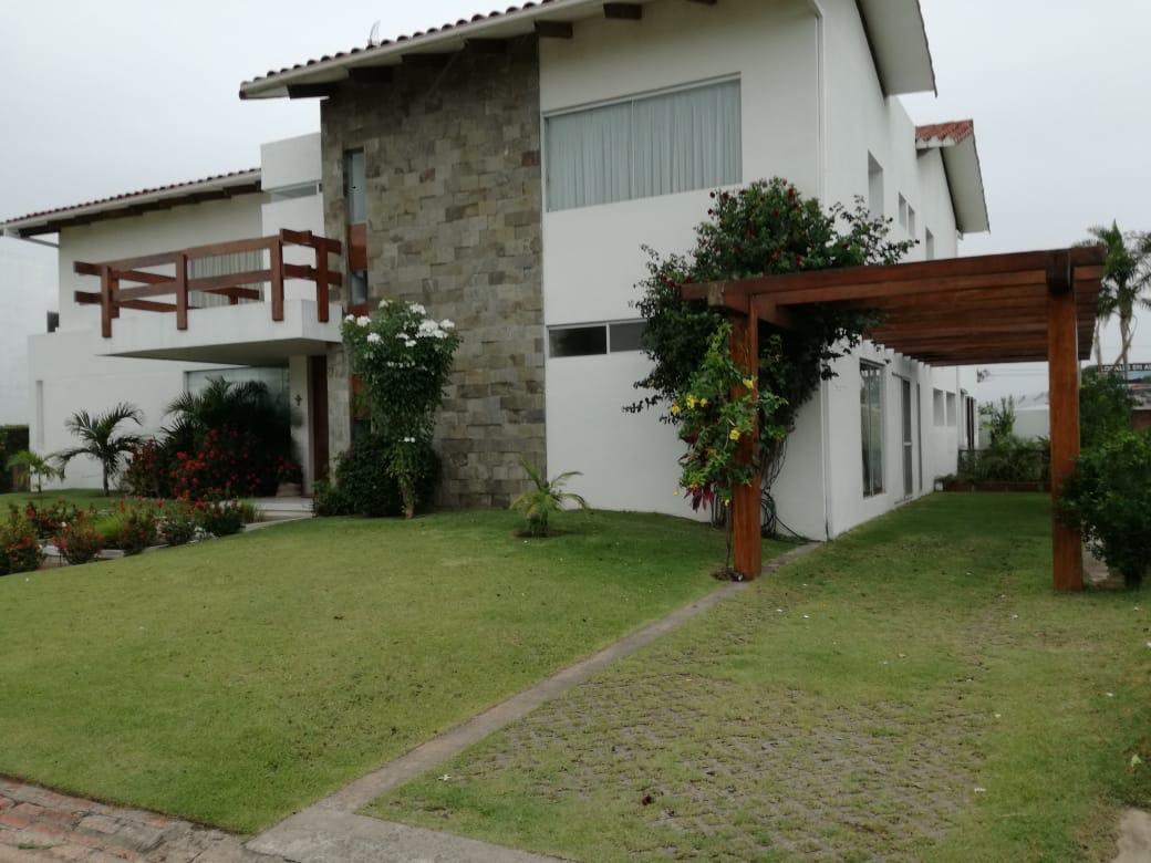 Casa en Alquiler Condominio exclusivo a pocos minutos del puente Urubó  Foto 27
