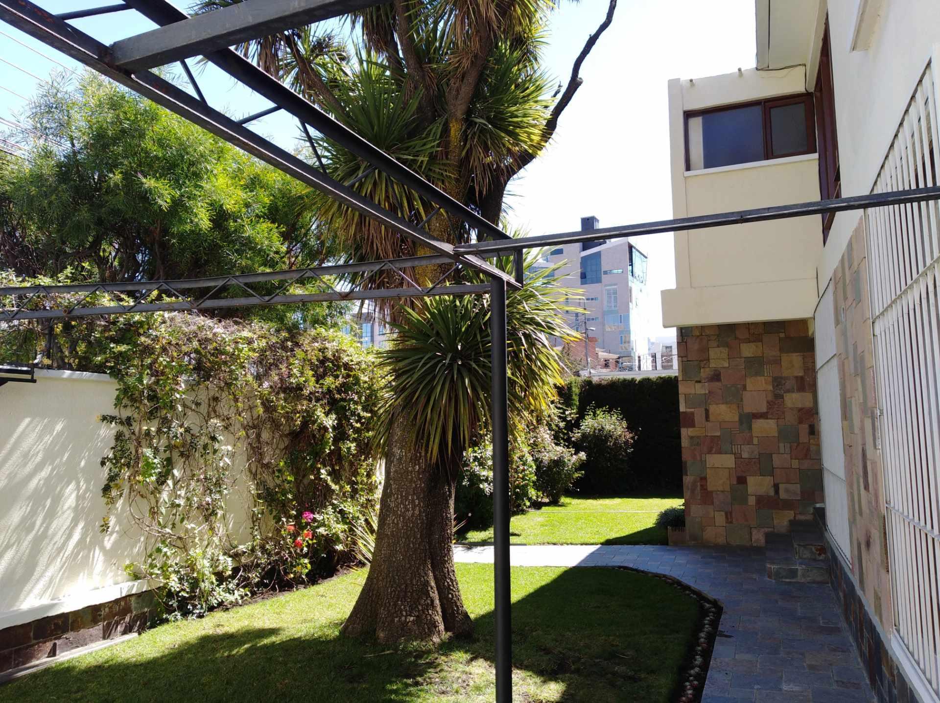 Casa en Alquiler CALACOTO calle 16 a 1/2 cuadra de la Av. Julio C. Patiño.  Foto 3