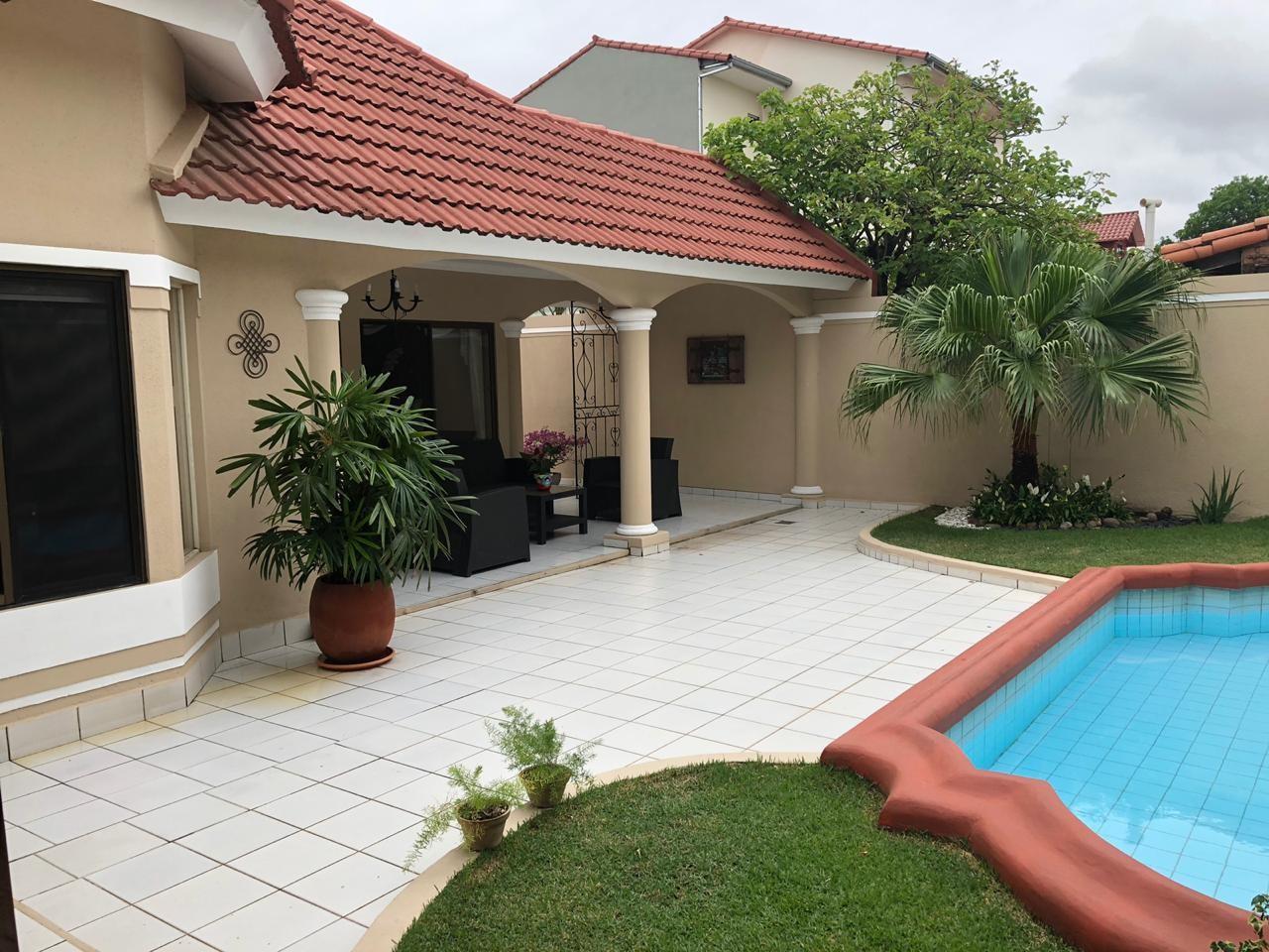 Casa en Venta AV. PIRAY A 2 CUADRAS 4TO ANILLO  Foto 11